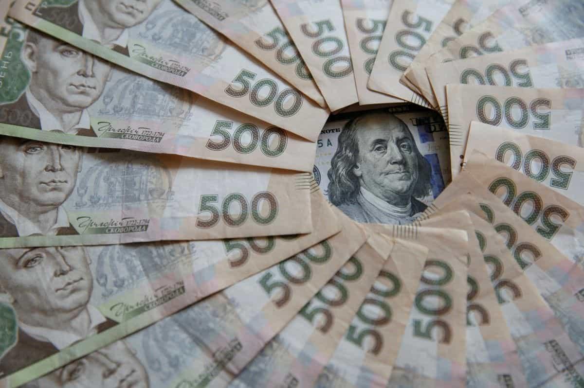 Що буде з вартістю нерухомості в доларовому і гривневому еквіваленті
